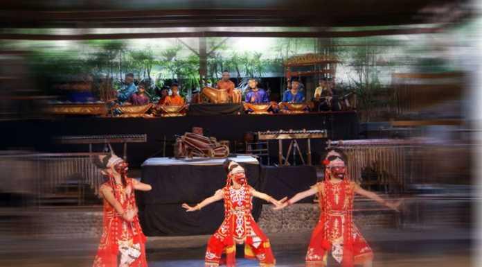 Tari Topeng Cirebon dan Makna Dibaliknya