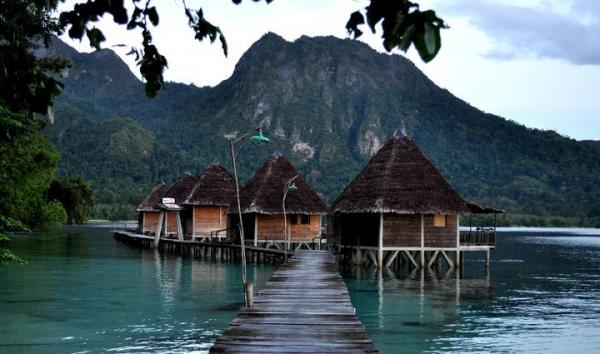 Wisata Pantai Ora di Kepulauan Maluku Tengah 5