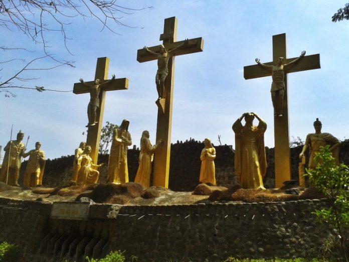 Wisata Sejarah Gua Maria Kediri
