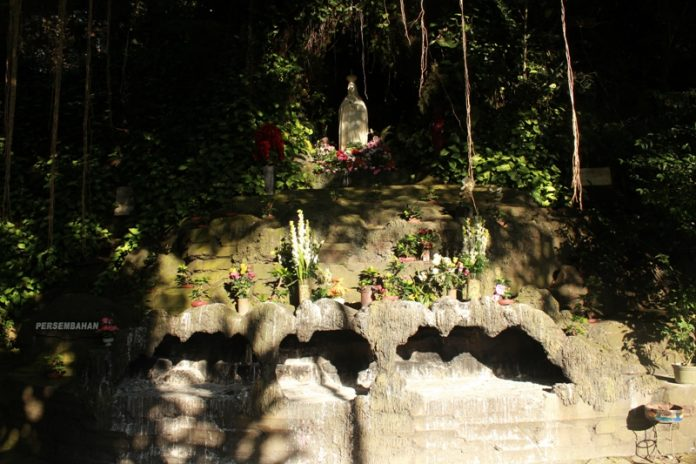Wisata Goa Maria Cisantana Kuningan