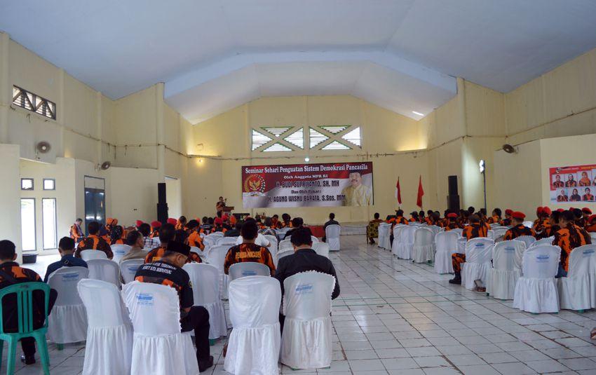 Peserta seminar sehari penguatan sistem demokrasi Pancasila dalam rangka membangun karakter jatidiri bangsa yang berbudaya Pancasila di Kabupaten Batang - Jawa Tengah