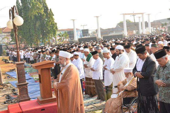 Ribuan Jamaah Ikuti Sholat Istisqo di Batang