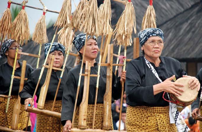 Tradisi Kebudayaan Sumedang Upacara Seren Taun