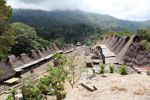Kampung adat Bena, Desa Tiwuriwu Kec Jerebu'u, Ngada. Foto: tourism.ntt.go.id