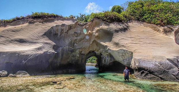 Pantai-Koomang-Pulau-Enggano