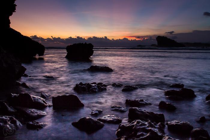 Pantai Watu Karung Pacitan - berpasir puih mirip pantai Kuta Bali 3