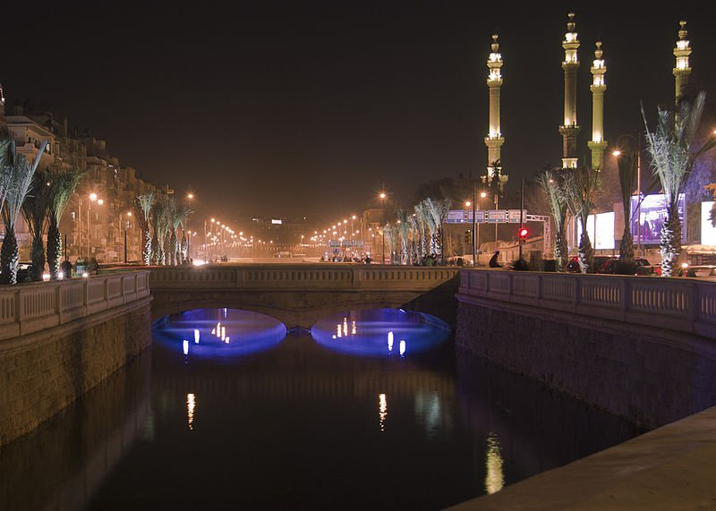 Keindahan kota Aleppo di malam hari