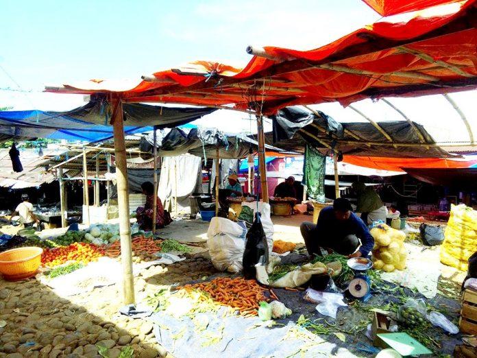 Kondisi Pasar Arga Makmur Makin Hari Kian Semrawut