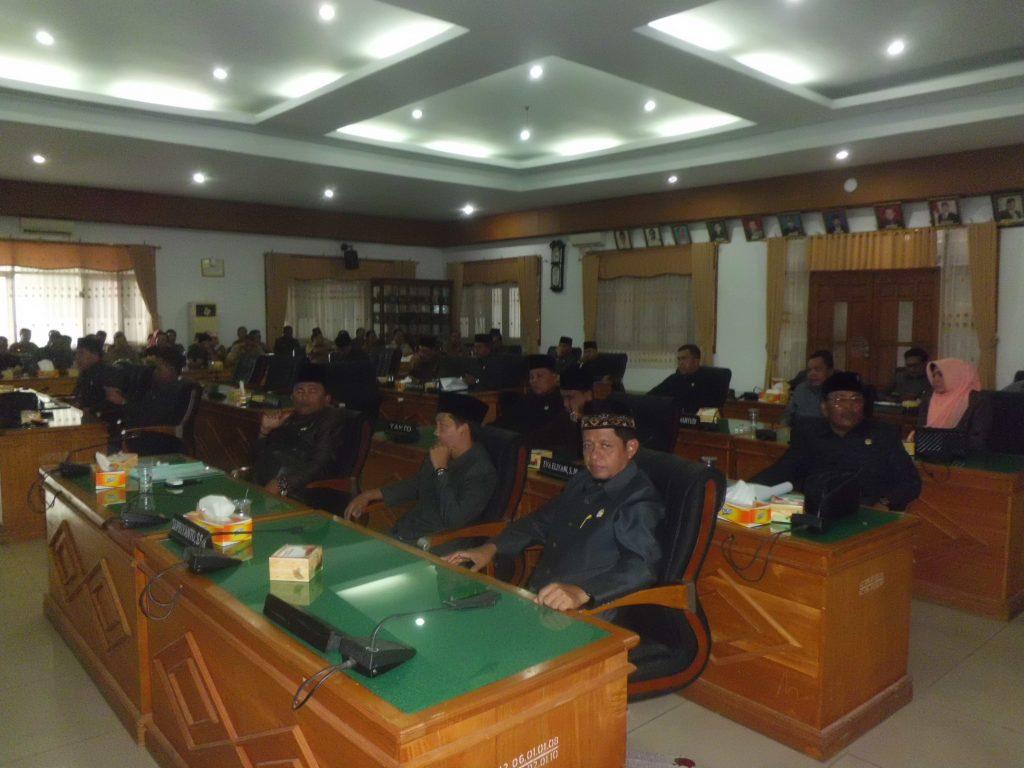 Para Anggota Dewan Yang Hadir Dalam Rapat Paripurna Kata Akhir Fraksi